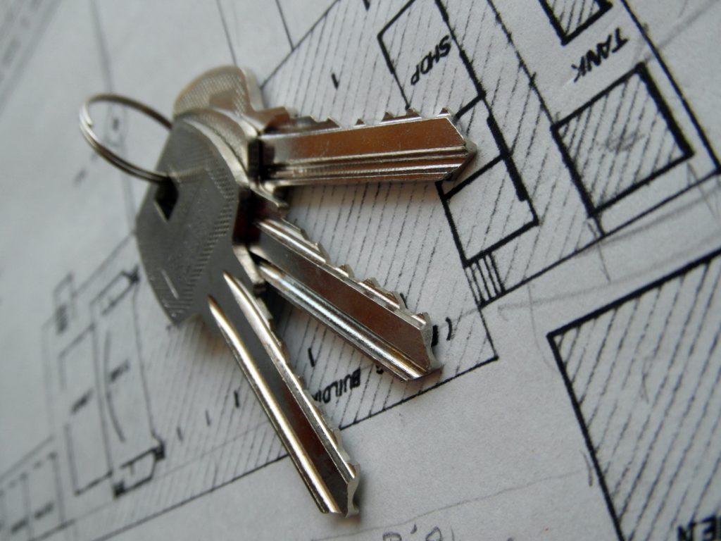 план дома с ключами