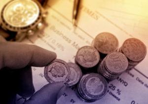Изображение - Как подтвердить трудовой стаж для пенсии person-picking-7-300x211
